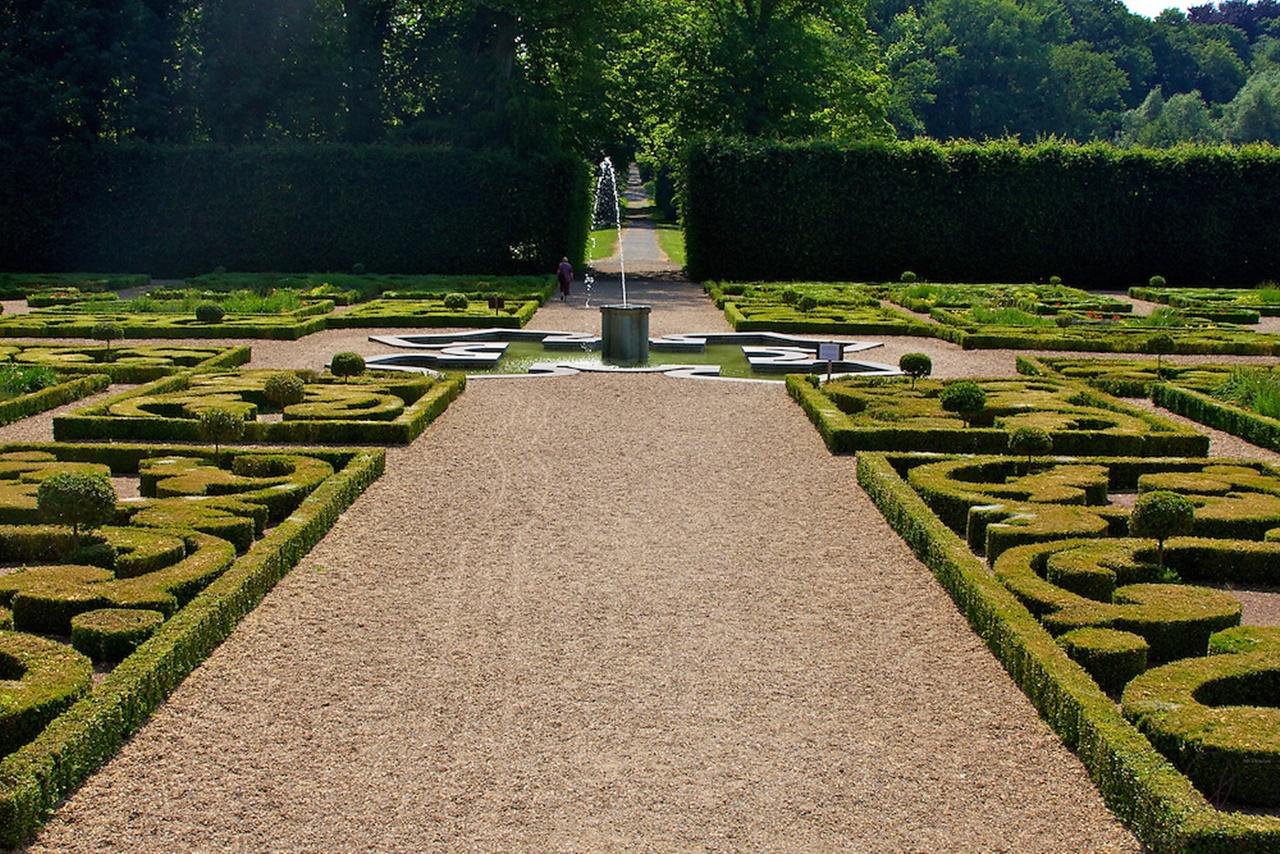 Khu vườn kiểu châu Âu cổ điển 2